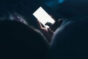 Geceleri Bilgisayar Veya Telefon Ekranına Bakıyorsanız Bu Yazıyı Mutlaka Okumalısınız